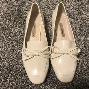 Zara patent leather white loafers with bow detail